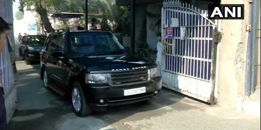 Sonia Gandhi Meets DK Shivakumar In Tihar Jail