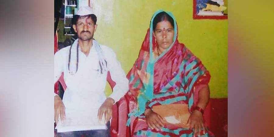 Srishial Sakkarage (L) with wife Sangeeta