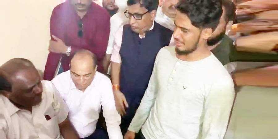 HD Kumaraswamy Visits Mangaluru golibar victims House