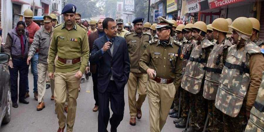 Senior_police_officers_conducting_a_rousing_march_in_Varanasi1