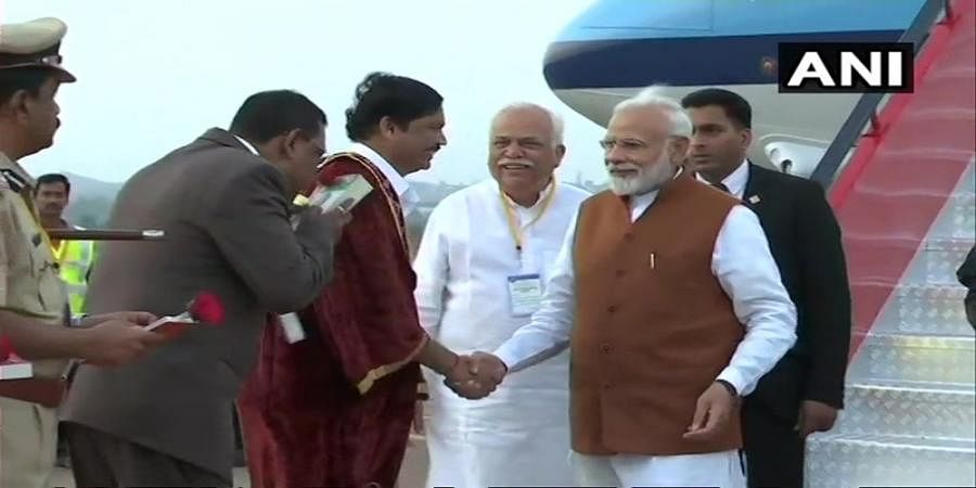 Karnataka: Prime Minister Narendra Modi arrives at Hubli