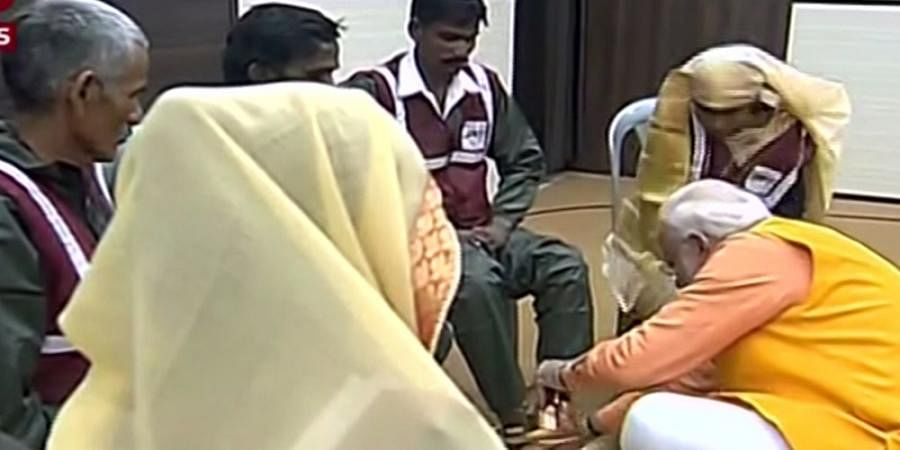 Question for sanitation workers is of 'stomach', not feet: Shiv Sena