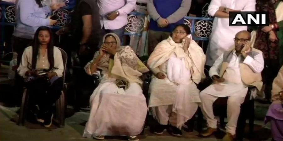 West Bengal CM Mamata Banerjee On 'Dharna' After Kolkata Police-CBI Clash