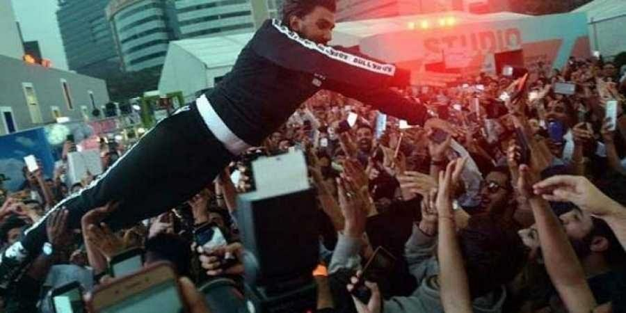 Ranveer Singh jumps into the crowd at Lakme Fashion Week, injures women in audience