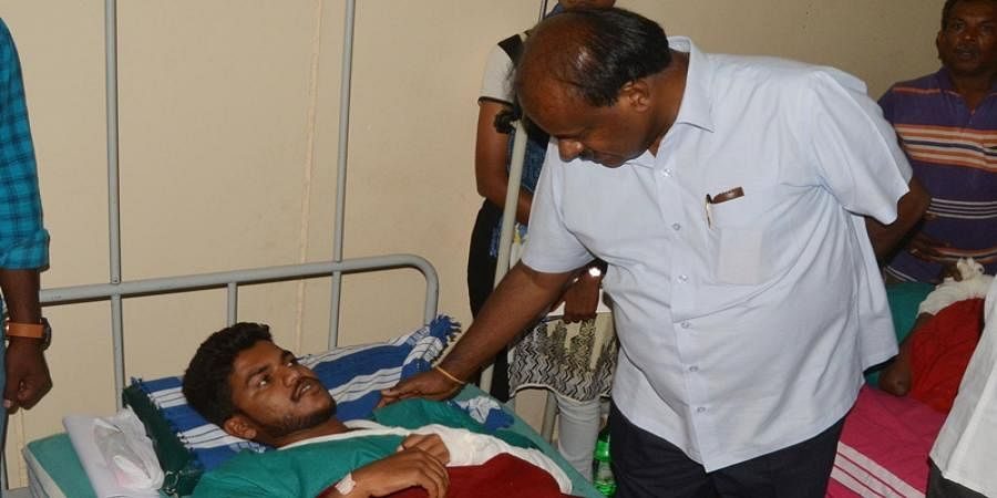 CM visited hospital to enquire about health of injured