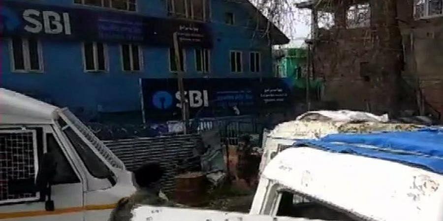 Jammu and Kashmir: Terrorists hurl grenade at CRPF post in Pulwama injuring jawan; kill civilian in Baramulla