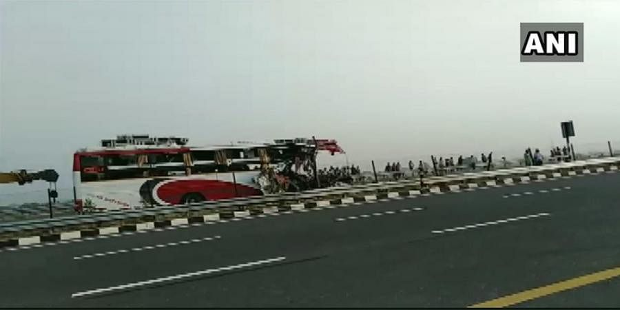 7 dead and 34 injured after a bus rammed into a truck on Agra-Lucknow Expressway near Mainpuri
