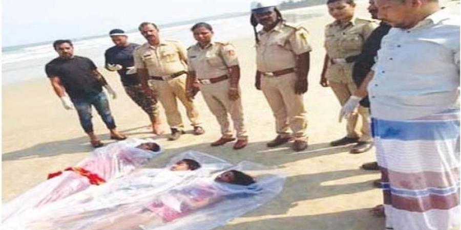 3 dead bodies found in beach side at Honnavar