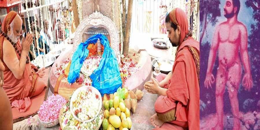Sringeri Jagadgurs worshipping at adhisthana of Sadasiva Brahmendra at Nerur