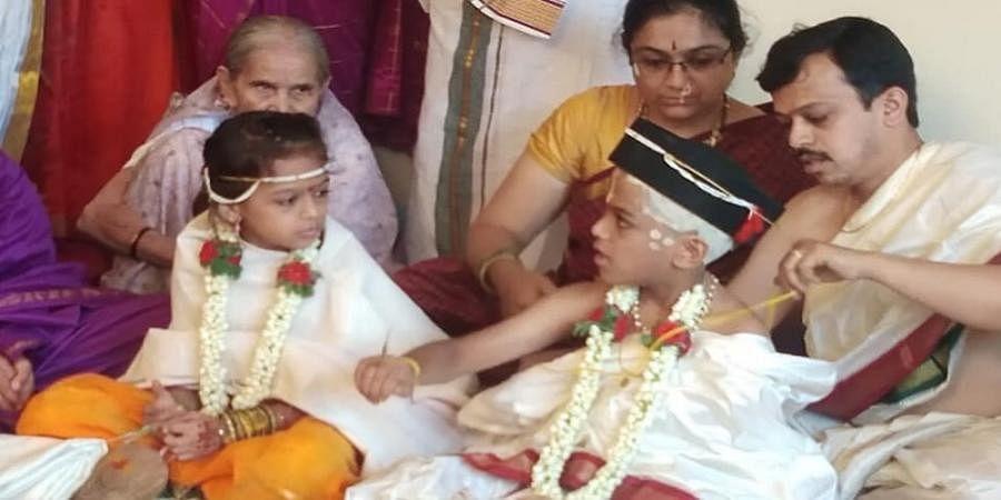 Kshama Nargund and her husband Vyvaswatha perform Upanayana ceremony of their twins — Samvith and Asmitha Banavaty
