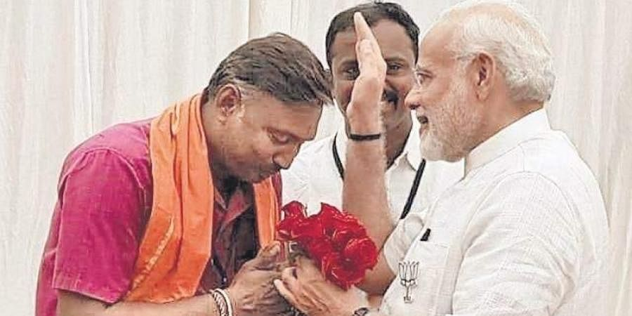 File picture of T H Hanumantharaju seeking the blessings of PM Narendra Modi when the latter visited Tumakuru during assembly polls