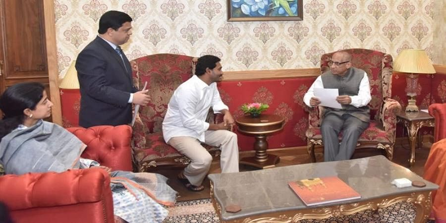 Governor invites YS Jaganmohan Reddy to form Government in AP