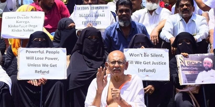 IMA Jewels investor protest at the town hall in bengaluru on Saturday. | (Pandarinath B | EPS)