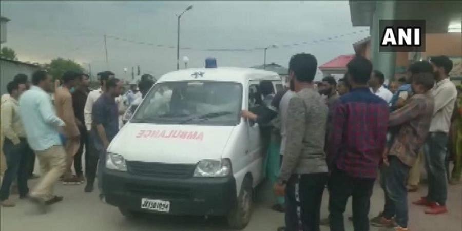 10 injured after militants hurl grenade at Pulwama police station