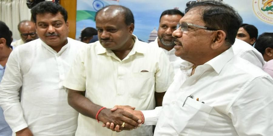 BJP MLA Meet CM HD Kumaraswamy, Photos goes viral
