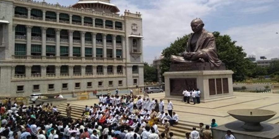 BJP members protest in front of Gandhi statue in Vidhana Sabha