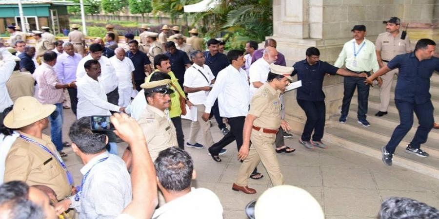 Rebel Congress-JDS MLAs return to Mumbai after submitting resignations