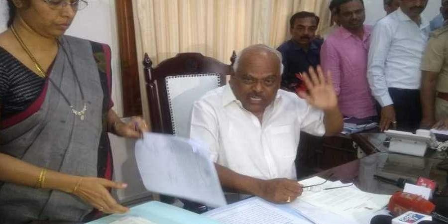 Karnataka rebel MLA's fail to appear for Speaker's inquiry