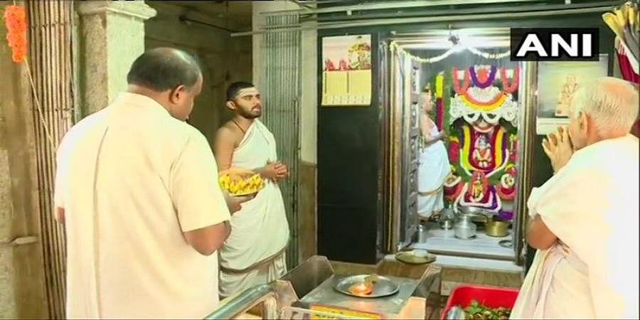 HD Kumaraswamy offers prayers at Sri Sringeri Shankara Mutt in Shankarapuram