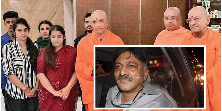 Adichunchanagiri pontiff Nirmalananda Swami on Monday visited former minister D K Shivakumar's wife Usha Shivakumar
