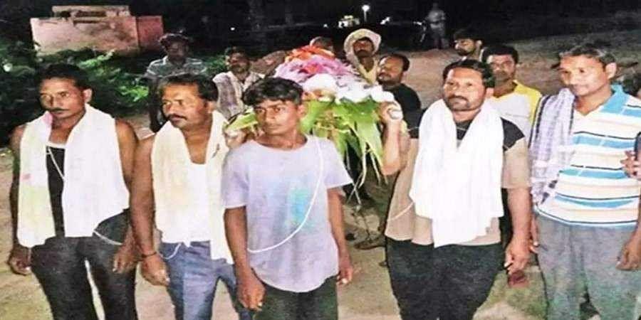 Gujarat Muslim brothers performs tiruals to cremate brahmin 'uncle'