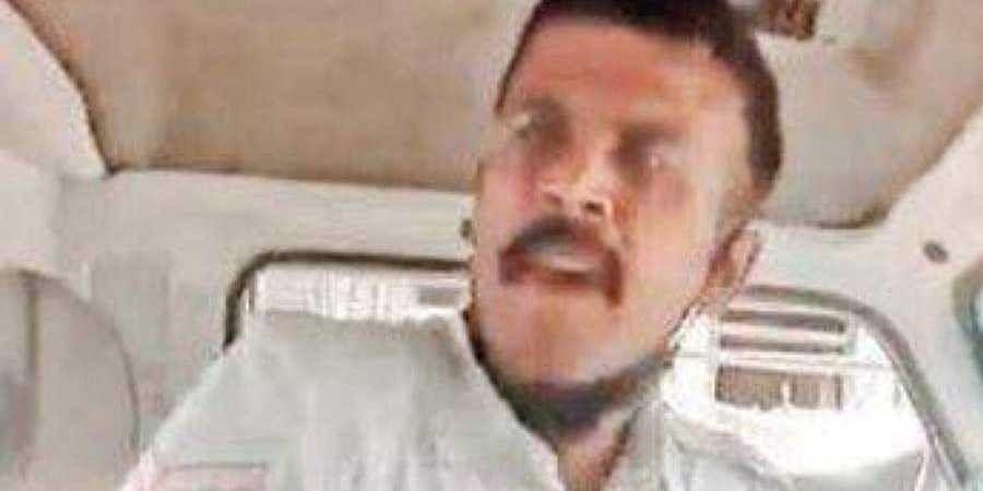 Bengaluru city traffic cop assaults auto driver, video goes viral