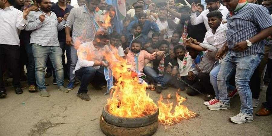 D K Shivakumar supporters against arrest