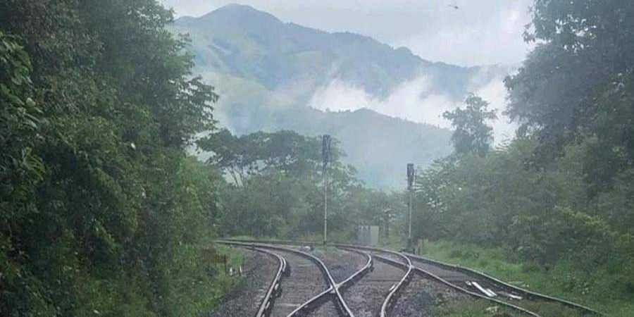 Railway_tracks_in_ghat_section1