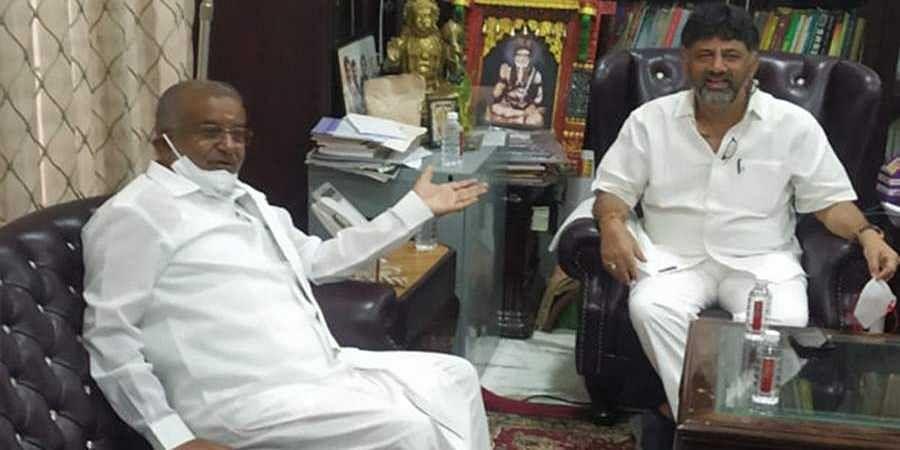 Former minister and JD(S) MLA G T Devegowda meets KPCC president D K Shivakumar at his residence