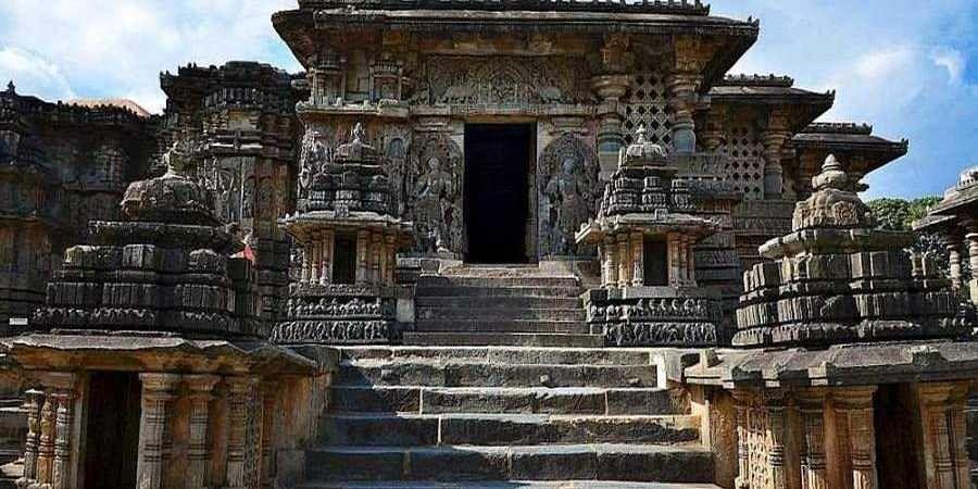 The_famous_Hoysaleshwara_temple_in_Halebid1