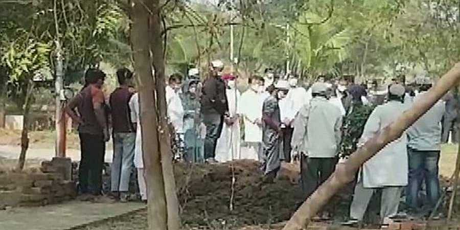 Rahul_attends_funeral1
