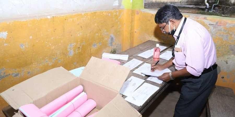 Postal vote counting at Kilimanoor in Thiruvananthapuram. (Photo   Deepu BP, EPS)