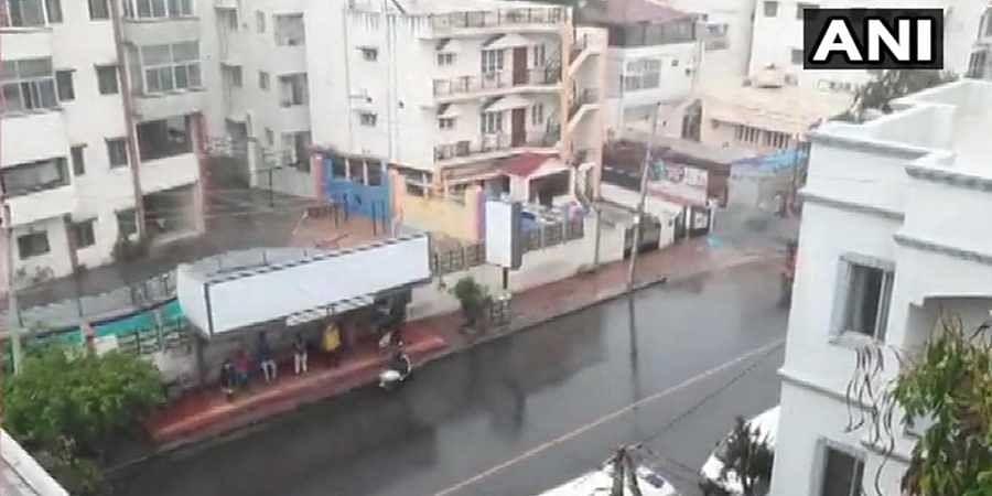 Bengaluru city receives light showers