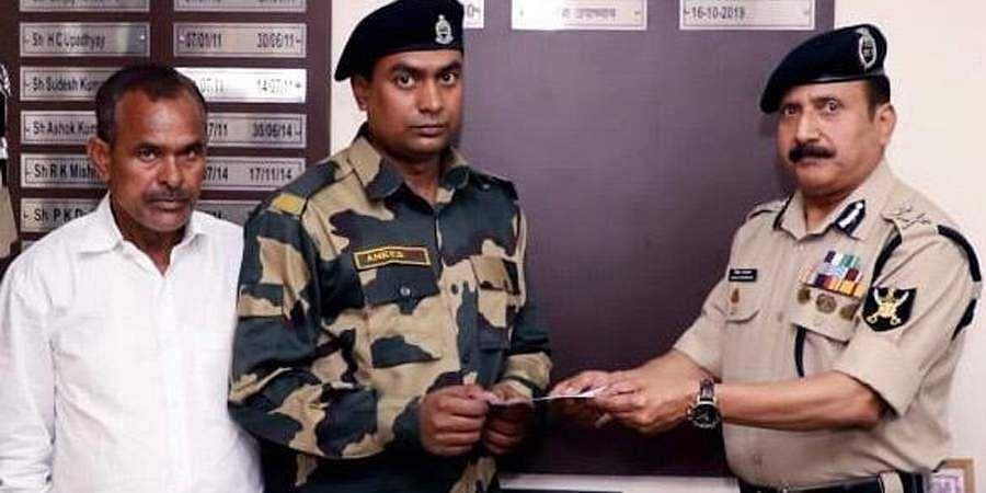 presented a cheque of Rs10 lakhs by BSF