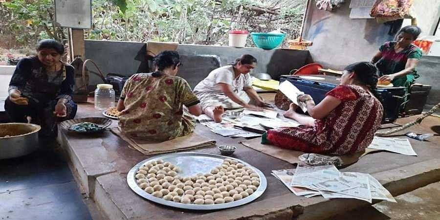 Sharavati Bhat and her team