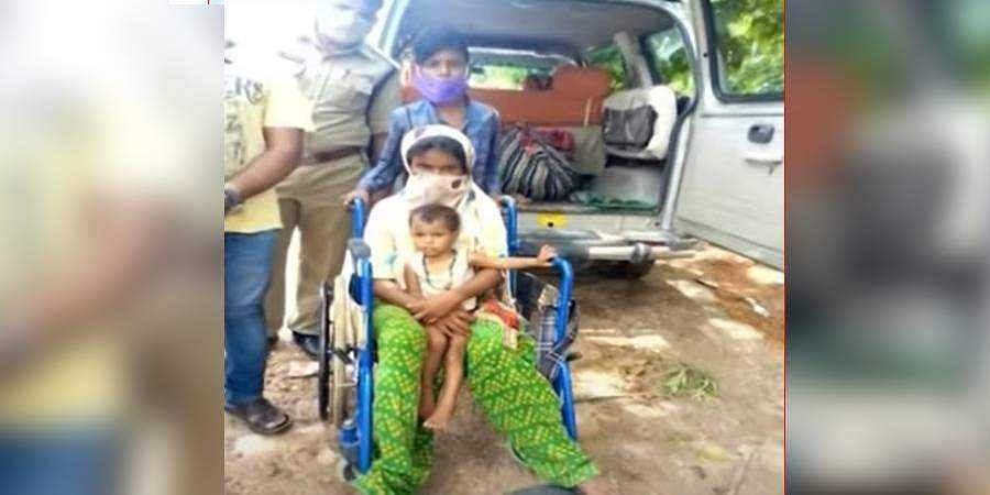 10-year-old pushes mom and sister on wheelchair for 350 km from Hyderabad to Bengaluru