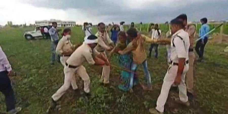 police_beaten_up_former1