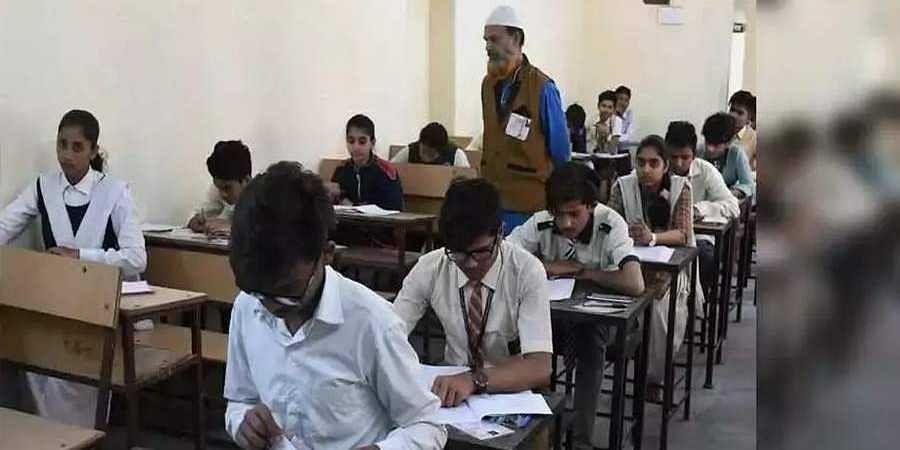 Casual_exam_photo1
