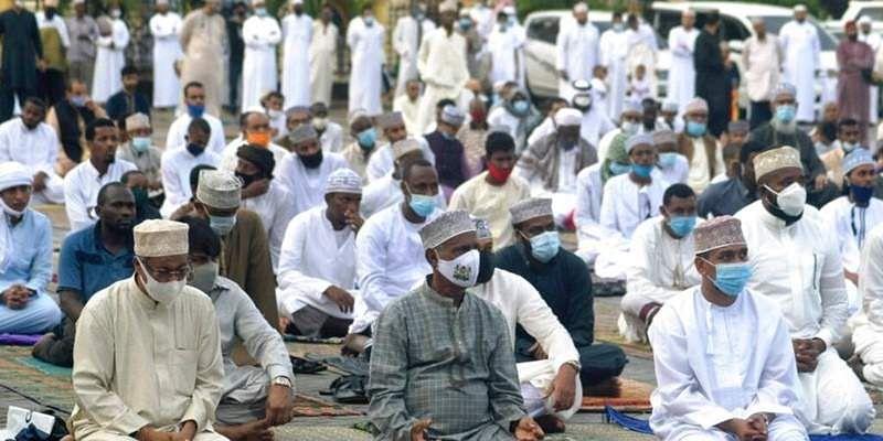 Muslim_men_wearing_face_masks4