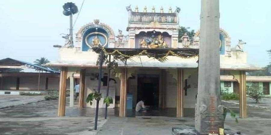 Priest falls to death while performing Malleshwara Swamy temple rituals in Mandya