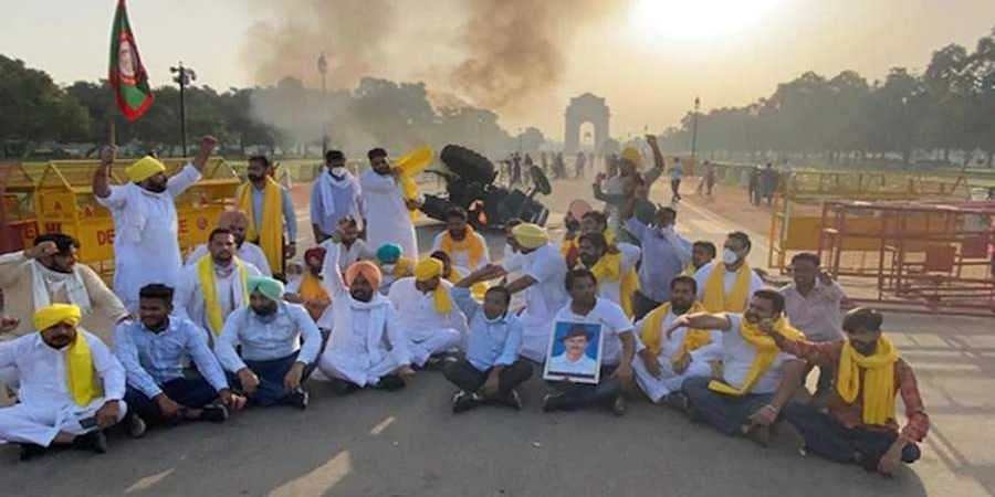 Tractor Set On Fire At India Gate