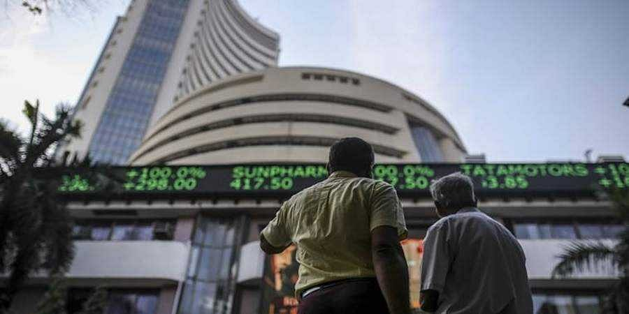 Sensex crashes 552 points, Nifty settles at 9,814 on weak global cues