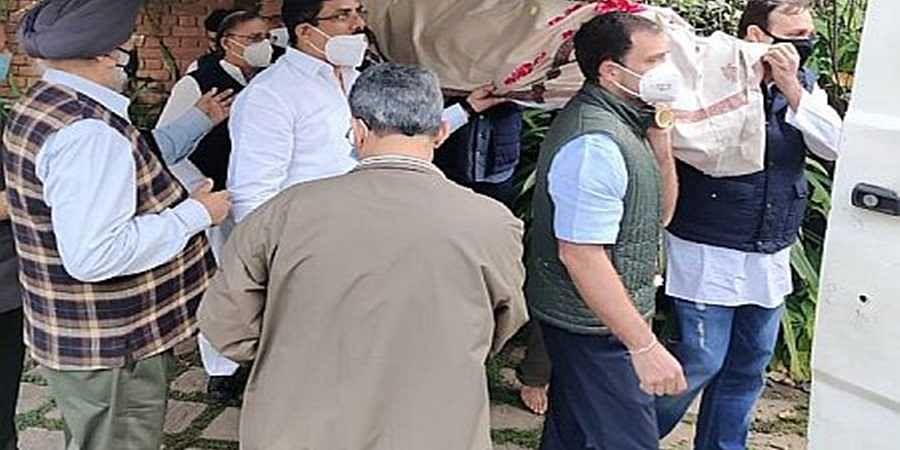 Rahul Gandhi at satish sharma funeral