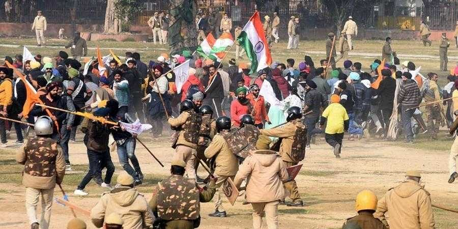 Police chase away protesters and farmers who had reached the Red Fort after the Republic Day parade in Delhi. (File Photo | Parveen Negi, EPS)