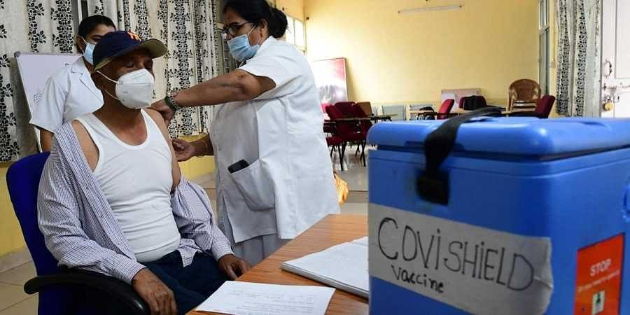 Karnataka has so far covered 62 per cent of the targeted 11 lakh health and frontline workers under the immunisation drive. (File photo | Shriram BN, EPS)