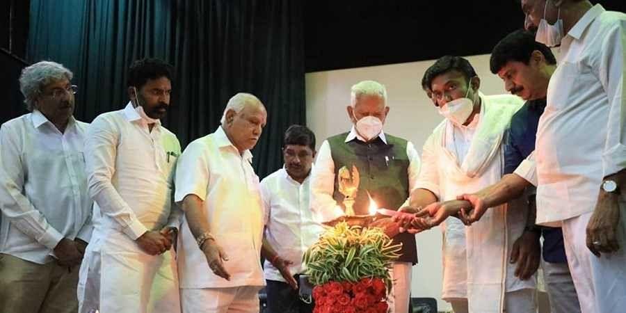 Governor Vajubhai Vala and CM BS Yediyurappa inaugurated the Amrut Mahotsav celebrations at Vidurashwatha to mark the 75 years of Indian Independence