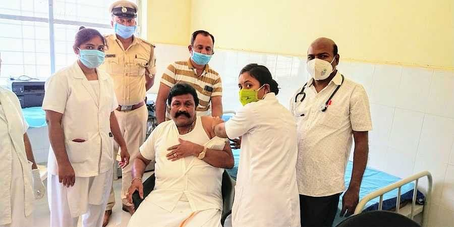 BC Patil takes 2nd dose covid-19 vaccine