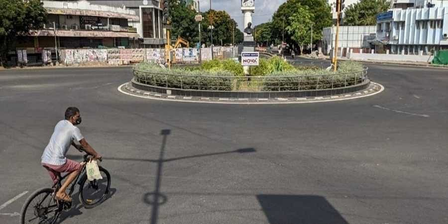 Anna Nagar roundabout wears a deserted look during Sunday lockdown in Chennai
